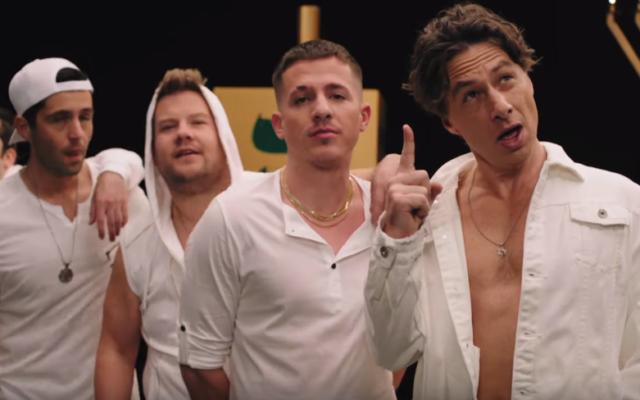 """Le boys band fictif Boyz II Menorah interprète une chanson parodique """"Une semaine et un jour"""" '(Capture d'écran : YouTube)"""