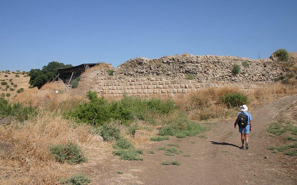 La forteresse de Chastellet a été largement détruite par Saldin. Les archéologues ont trouvé certains vestiges de la structure en 1993. (Crédit : Shmuel Bar-Am)
