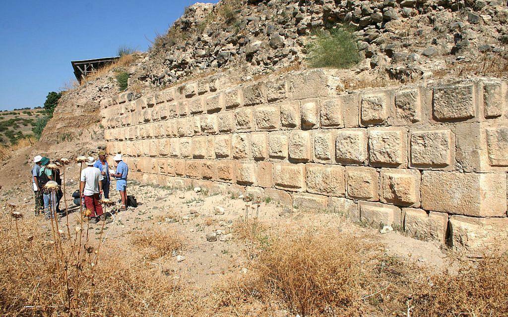 La tradition islamique dit que la forteresse de Chastellet est située là où le Jacob biblique aurait entendu que son fils Joseph avait été vendu à des marchands ambulants (Crédit : Shmuel Bar-Am)