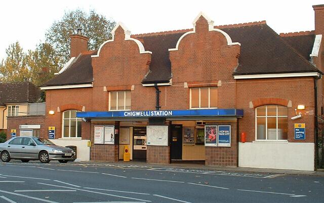Une station de métro dans le quartier de Chigwell, à Londres, Royaume-Uni. (Crédit : Wikimedia Commons via JTA)