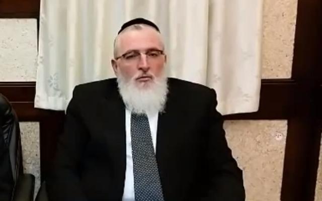 Le rabbin de la compagnie aérienne El Al Airlines, Yohanan Hayut (Capture écran/YouTube)