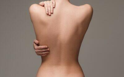 """""""Mon monde s'est effondré"""", dit l'une des victimes qui a découvert que des photos d'elle nue ont été publiées sur Telegram sans son consentement. (Illustration: iStock)"""