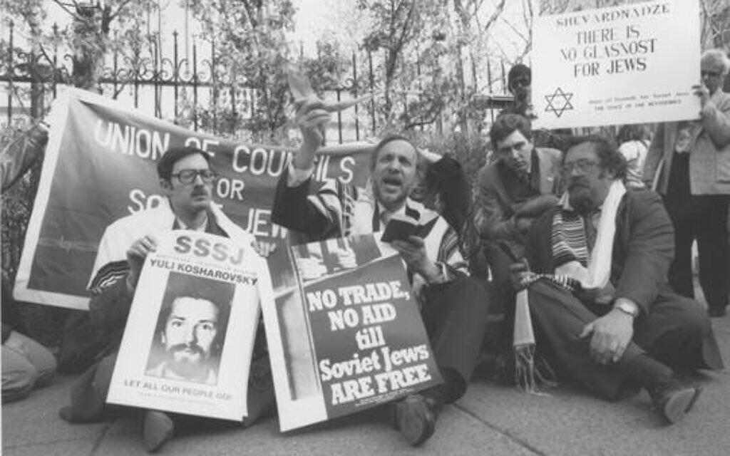 Des rabbins lors d'un sit-in de l'Union des conseils pour les Juifs soviétiques. (Avec l'aimable autorisation de l'American Jewish Historical Society)