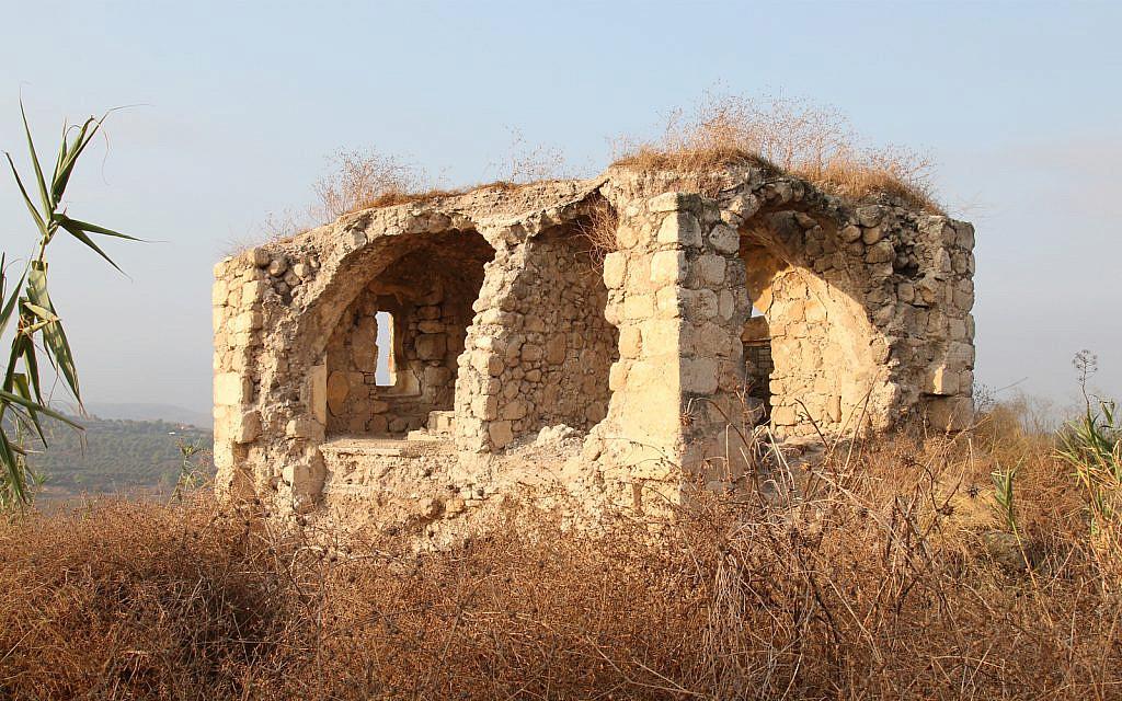 Le château de Latroun a été construit en 1130 par un compte espagnol et confié aux Templiers (Crédit :  (Shmuel Bar-Am)