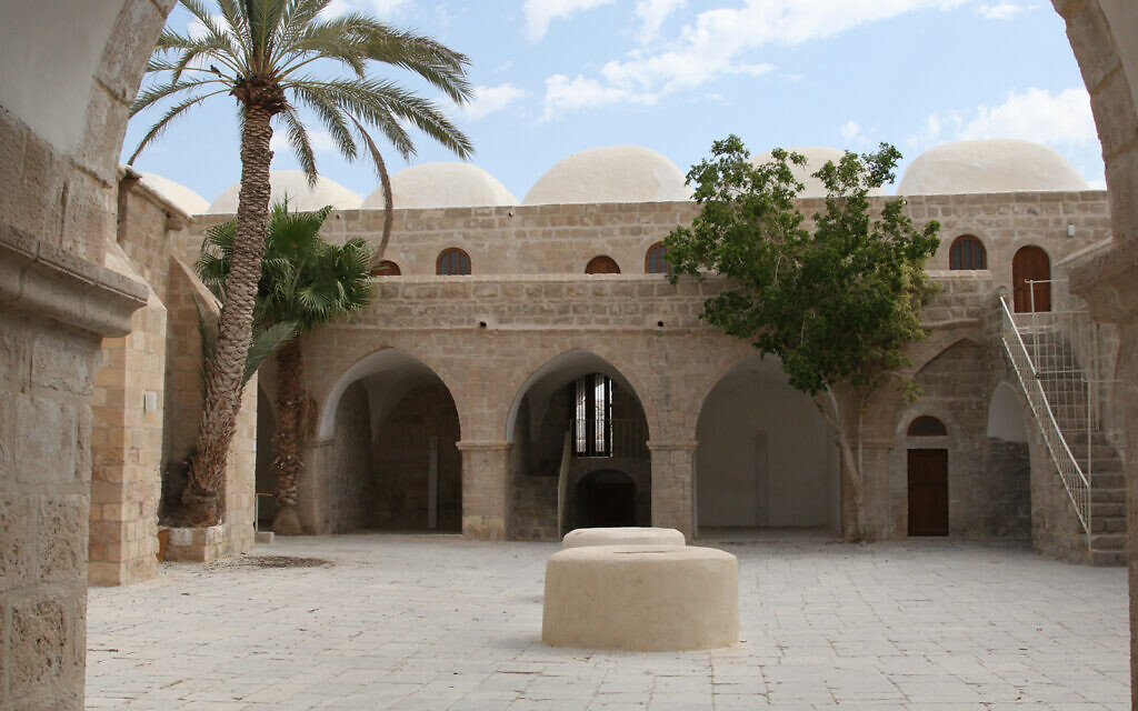 Le site de Nebi Musa aux abords de Jérusalem, ancienne destination d'un pèlerinage musulman majeur (Crédit :  Shmuel Bar-Am)
