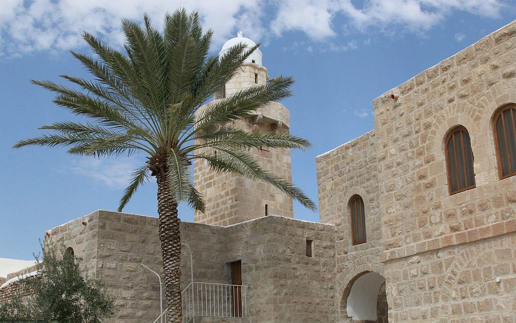 Le site religieux de Nebi Musa aux abords de Jérusalem. (Crédit : Shmuel Bar-Am)
