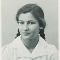 Photo d'identité de Simone Veil. (Archives familiales Jean et Pierre-François Veil)