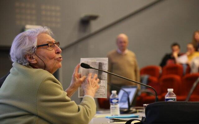 Yvette Lévy, déportée au camp d'Auschwitz Birkenau, lors de sa rencontre avec 140 lycéens et apprentis normands, le 12 décembre 2019. (Crédit : Région Normandie)