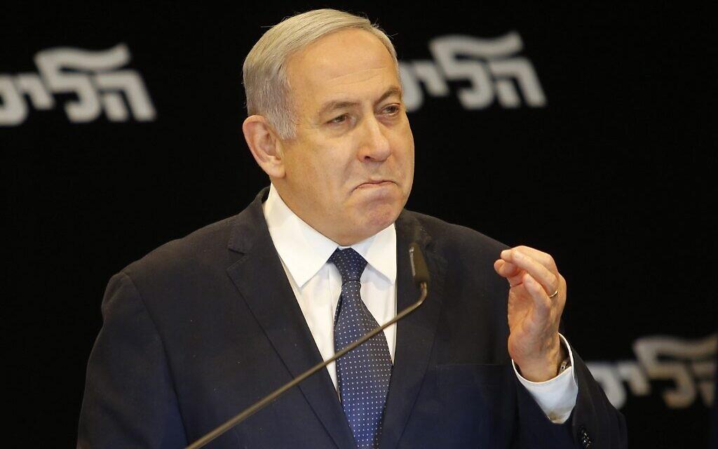 Le Premier ministre Benjamin Netanyahu annonce son intention de demander à la Knesset l'immunité contre les poursuites judiciaires, à Jérusalem, le 1er janvier 2020. (GIL COHEN-MAGEN / AFP)