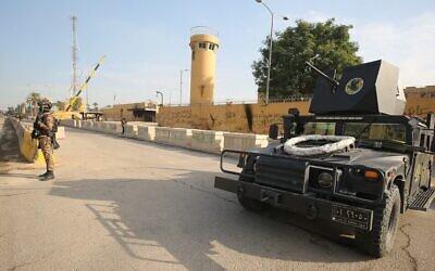 Les forces antiterroristes irakiennes montent la garde devant l'ambassade américaine dans la capitale Bagdad le 2 janvier 2020 (Crérdit : Ahmad Al-Rubaye/AFP)