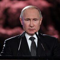 Le président russe Vladimir Poutine prononce un discours lors du cinquième Forum mondial sur la Shoah au Mémorial de la Shoah de Yad Vashem à Jérusalem, le 23 janvier 2020. (Abir SULTAN / POOL / AFP)