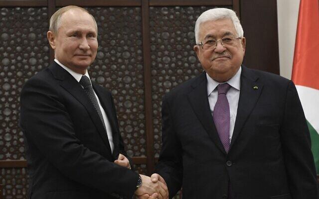 Le président russe Vladimir Poutine rencontre le président de l'Autorité palestinienne Mahmoud Abbas à Bethléem, en Cisjordanie, le 23 janvier 2020. (Crédit : Alexander NEMENOV / diverses sources / AFP)