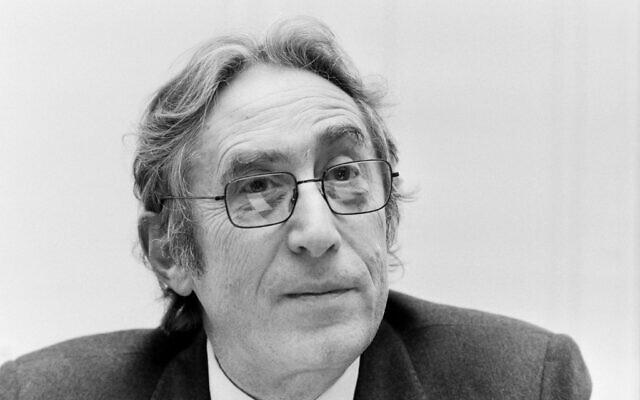 (ARCHIVES) L'ancien président du Conseil représentatif des institutions juives françaises (Crif) de l'époque, Theo Klein, le 23 mars 1983 à Paris .(Crédit : Georges BENDRIHEM / AFP)