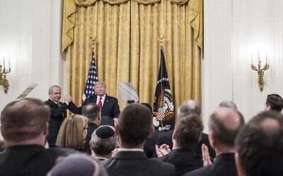 Le Président Donald Trump et le Premier ministre Benjamin Netanyahu participent à une déclaration commune dans la salle Est de la Maison Blanche le 28 janvier 2020 à Washington. La conférence de presse a été organisée pour annoncer le plan de l'administration Trump pour résoudre le conflit israélo-palestinien. (Sarah Silbiger/Getty Images/AFP)