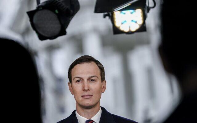 Jared Kushner lors d'une interview télévisée aux abords de la Maison Blanche à Washington, le 29 janvier 2020 (Crédit : Drew Angerer/Getty Images/AFP)