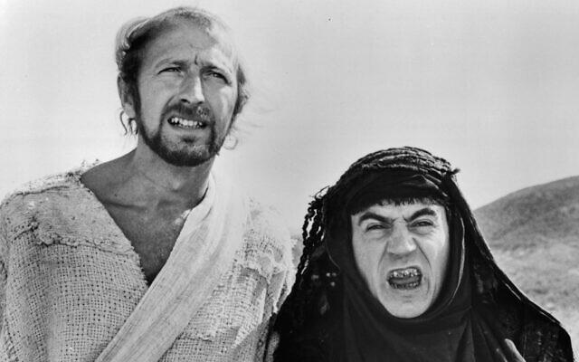 "Graham Chapman et Terry Jones dans une scène du film ""Life Of Brian"", 1979. (Crédit :  Warner Brothers/Getty Images via JTA)"
