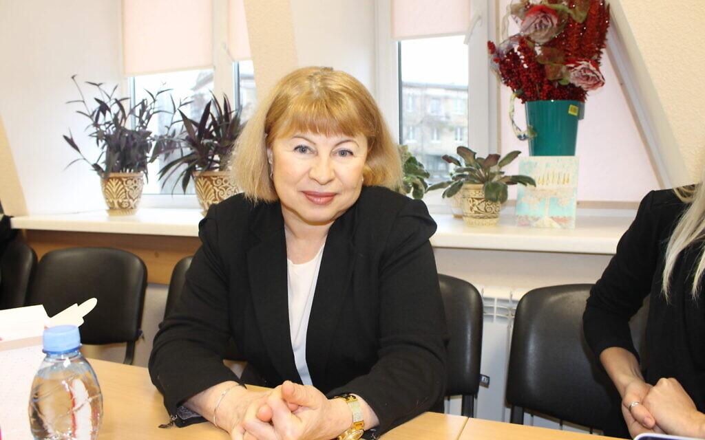La dirigeante de Hesed, Raisa Gritsenko, qui supervise l'aide aux réfugiés de l'est de l'Ukraine trop âgés ou trop fragiles pour se réétablir indépendamment, le 14 janvier 2020 (Crédit : Sam Sokol/Times of Israel)