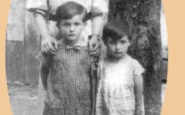 Cette photo non datée fournie par Bronia Brandman montre les sœurs, de gauche à droite, Mila, Bronia, survivante de la Shoah, et Rutka. Soixante-quinze ans après la libération d'Auschwitz, raconter son histoire est la force motrice de la vie de Bronia Brandman. (Crédit : Bronia Brandman via AP)