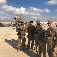 Les soldats américains sur le site d'un bombardement iranien sur la base d'Ain al-Asad à Anbar, En Irak, le 13 janvier 2020 (Crédit : AP/Qassim Abdul-Zahra)