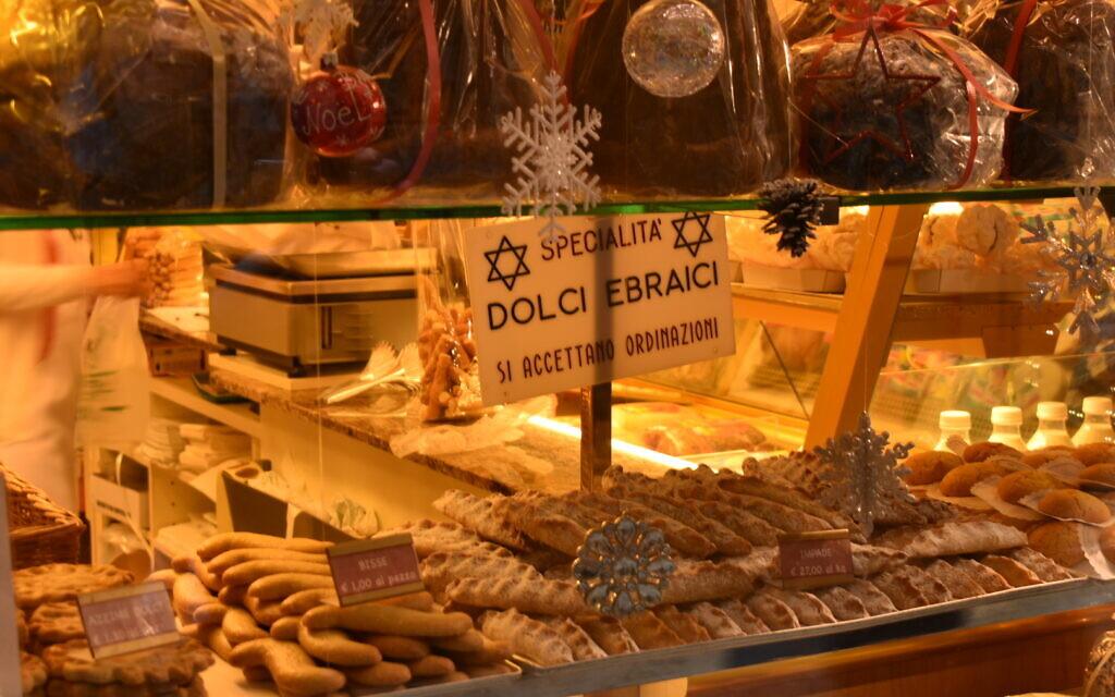La vitrine d'une boulangerie juive de Venise, le 28 décembre 2019. (Giovanni Vigna/ Times of Israel)