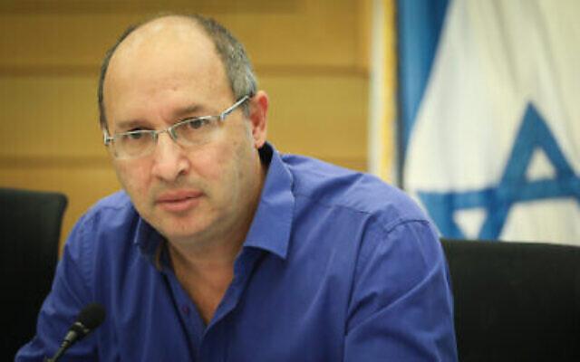 Avi Nissenkorn, membre du Parlement pour Kakhol lavan, assiste à une conférence d'urgence sur les catastrophes sur les chantiers de construction en Israël, à la Knesset, le 27 mai 2019. (Noam Revkin Fenton/Flash90)