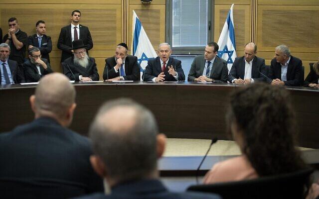 Le Premier ministre Benjamin Netanyahu s'exprime lors d'une réunion à la Knesset avec les partis de son bloc de droite, le 18 novembre 2019. (Hadas Parush/Flash90)