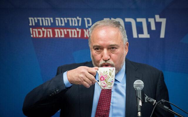 Le président d'Yisrael Beytenu, Avigdor Liberman, lors d'une conférence de presse à la Knesset, le 11 décembre 2019. (Yonatan Sindel/Flash90)