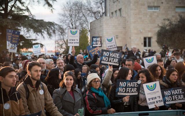 Un rassemblement à Jérusalem en solidarité avec les Juifs américains et du monde suite à une série d'attaques antisémites, au moment où se tient un rassemblement à New York dénonçant la haine antijuive, le 5 janvier 2020. (Crédit :  Hadas Parush/Flash90)