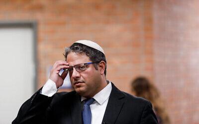 Le président d'Otzma Yehudit, Itamar Ben Gvir, à l'entrée de la commission centrale électorale à la Knesset, le 15 janvier 2020. (Crédit : Olivier Fitoussi/Flash90)