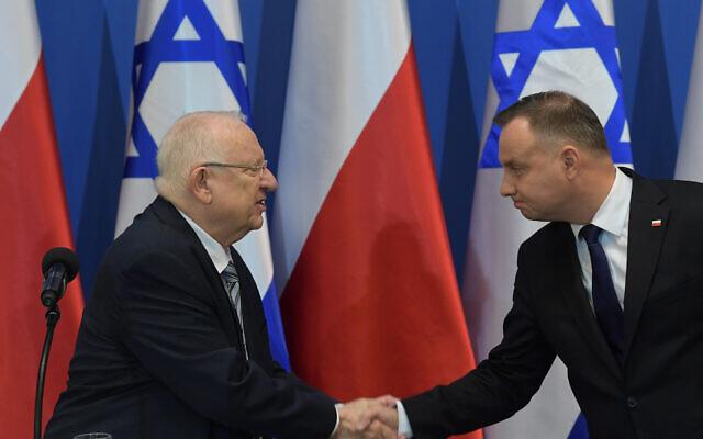 Le président Reuven Rivlin et son homologue polonais Andrzej Duda en Pologne, le 27 janvier 2020 (Crédit : Amos Ben Gershon/GPO)