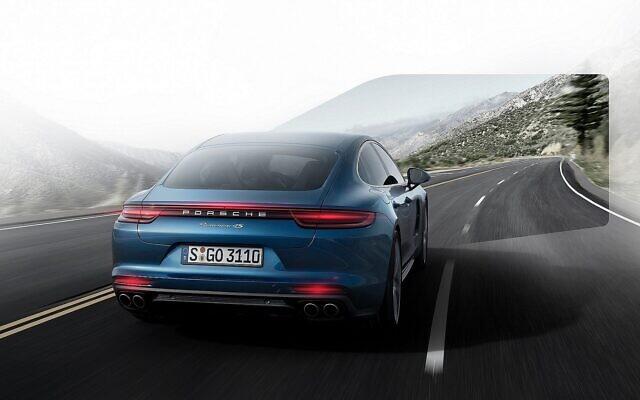Illustration d'une voiture Porsche équipée d'une caméra SWIR mise au point par TriEye. (Crédit : Dr Ing.h.c.F Porsche AG)