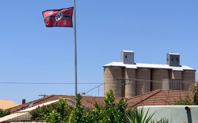 Un drapeau nazi dans la ville de Beulah, en Australie (Crédit : JTA)