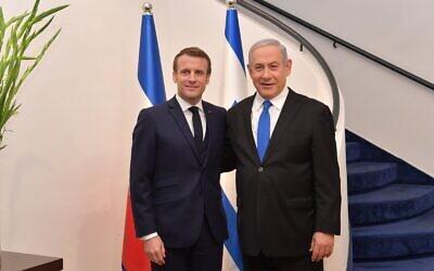 Le Premier ministre Benjamin Netanyahu (à gauche) reçoit le président français Emmanuel Macron, à Jérusalem, le 22 janvier 2020. (Crédit : Koby Gideon/GPO)
