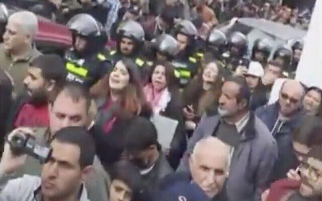 Des Jordaniens manifestent dans la capitale Amman contre l'accord de gaz naturel avec Israël, 17 janvier 2019. (Crédit : capture d'écran Twitter)