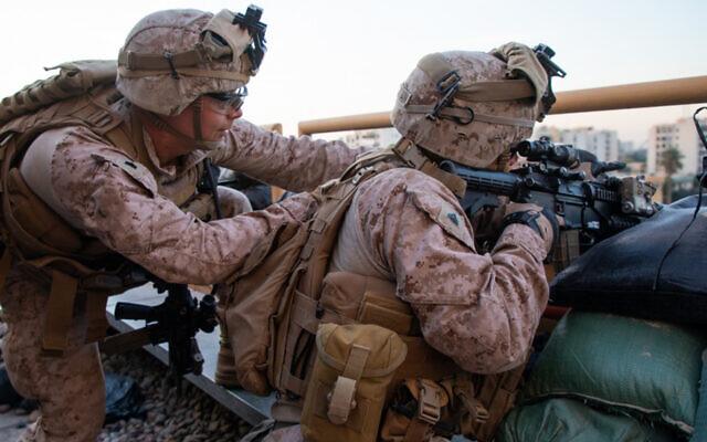 Des Marines américains renforcent la sécurité du complexe de l'ambassade de Bagdad en Irak, le 1er janvier 2020. (Crédit : US Marine Corps / Sgt. Kyle C. Talbot)