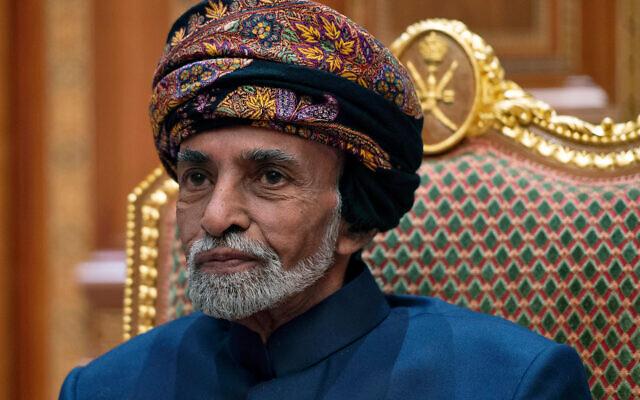 Le sultan d'Oman Qabous bin Said lors d'une réunion avec le secrétaire d'État américain Mike Pompeo au palais royal de Beit Al Baraka à Mascate, Oman, le 14 janvier 2019. (Crédit : Andrew Caballero-Reynolds / Pool Photo via AP)