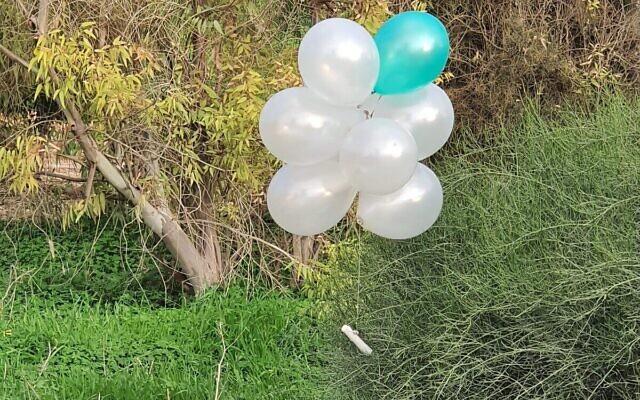 Des ballons transportant un engin explosif présumé lancé depuis la bande de Gaza vers le sud d'Israël, le 16 janvier 2020. (Autorisation)