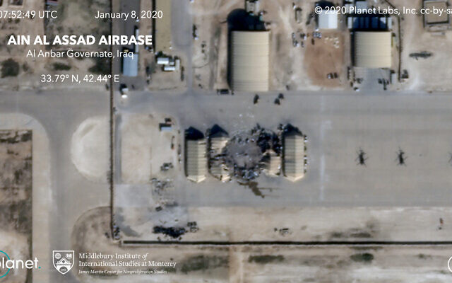 Cette image satellite fournie le mercredi 8 janvier 2020 par le Middlebury Institute of International Studies et Planet Labs Inc. montre les dégâts causés par une frappe de missile iranien contre la base aérienne Ain al-Asad en Irak. Les actions de l'Iran sont intervenues en réaction à l'assassinat américain de Qassem Soleimani, un général de Gardiens de la révolution. (Planet Labs Inc./Middlebury Institute of International Studies via AP)