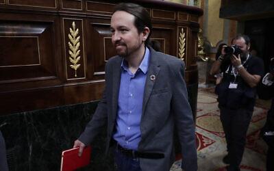 Le chef du parti Podemos Pablo Iglesias arrive au parlement espagnol à Madrid, en Espagne, le mardi 7 janvier 2020. (Crédit : AP Photo/Manu Fernandez)