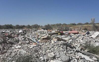 Une décharge à Kafr Manda dans le nord d'Israël, dont le propriétaire a été condamné à une amende de près de 240 000 $ par le ministère de la Protection de l'environnement pour avoir brûlé illégalement des déchets,le 14 janvier 2020. (Crédit : Ministère de la Protection de l'environnement)