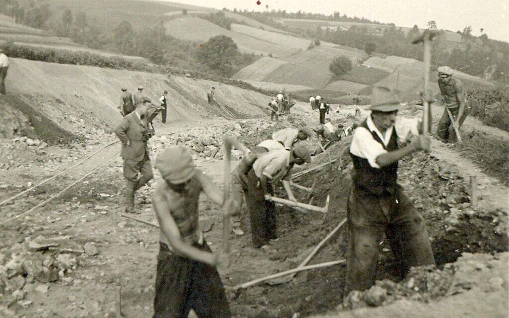 Les Juifs ayant travaillé sous les ordres d'Helmut Kleinicke ont bénéficié de bien meilleures conditions que les autres prisonniers des camps ; il en a aidé de nombreux à échapper à la déportation et à une mort certaine. (Juta Scheffzek / Centre pour le bien-être des Juifs d'Allemagne)