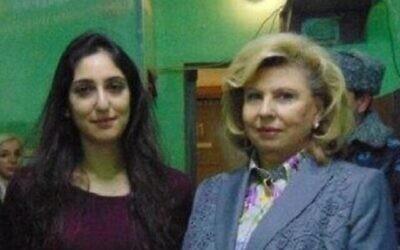 Naama Issachar, avec Tatyana Moskalkova, la commissaire aux droits de l'homme du gouvernement russe, et une équipe de la télévision, dans la prison aux abords de Moscou, le 23 janvier 2020. (Crédit : capture d'écran)