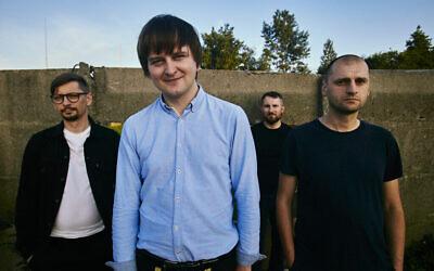 Le groupe post-punk polonais Trupa Trupa, avec Grzegorz Kwiatkowski (au centre), Tomasz Pawluczuk, Wojciech Juchniewicz, Rafal Wojczal. (Autorisation)