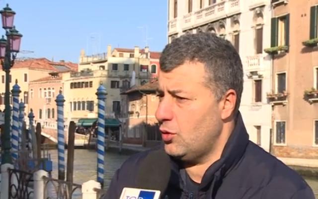 Arturo Scotto raconte aux médias italiens son attaque par des extrémistes d'extrême droite. (Capture d'écran)
