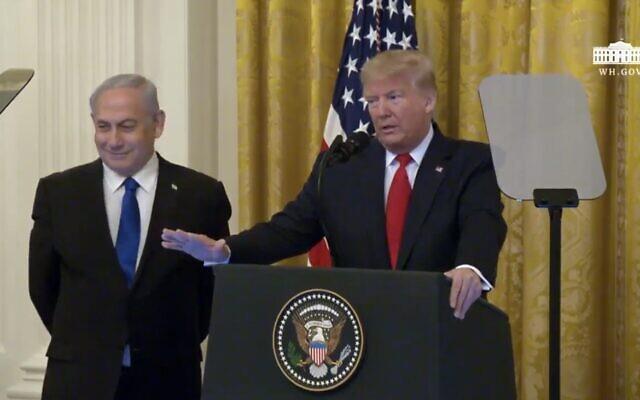 Le Premier ministre Benjamin Netanyahu et le président américain Donald Trump s'exprimant depuis la Maison Blanche, le 28 janvier 2020. (Capture écran / YouTube)