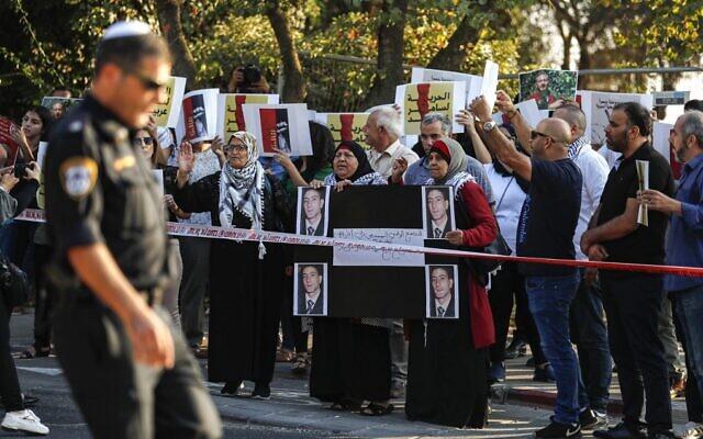 Les Palestiniens manifestent en soutien à Samer Arbid, membre du FPLP arrêté par Israël parce que soupçonné d'avoir commis un attentat en Cisjordanie, près de l'hôpital Hadassah du Mount Scopus à Jerusalem, le 1er octobre 2019 (Crédit: AHMAD GHARABLI / AFP)