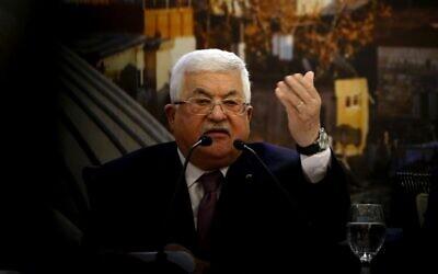 Le président de l'Autorité palestinienne en plein discours à Ramallah le 28 janvier 2020, à la suite de l'annonce du plan de paix de Donald Trump. (Crédit : ABBAS MOMANI / AFP)