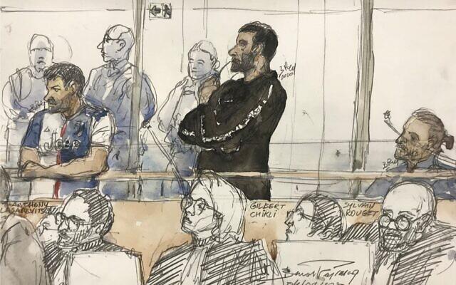 Ce croquis dressé le 4 février 2020, montre Gilbert Chikli (C) et Anthony Lasarevitsch (1er-g) lors de leur procès au palais de justice de Paris. (Crédit : Benoit PEYRUCQ / AFP)