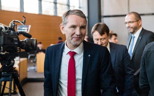 Le président du groupe parlementaire du parti d'extrême droite AfD en Thuringe, Björn Höcke, est vu au Parlement du Land de Thuringe à Erfurt, dans l'est de l'Allemagne, avant les élections du Premier ministre de Thuringe le 5 février 2020. (Crédit : JENS SCHLUETER / AFP)