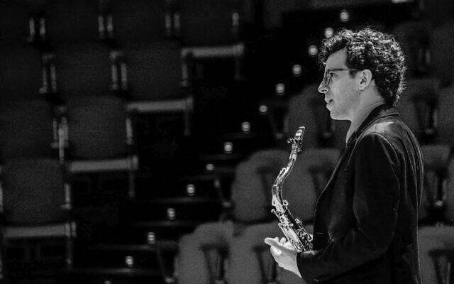 Le saxophoniste israélien Oded Tzur. (Crédit : Caterina di Perri / ECM Records)